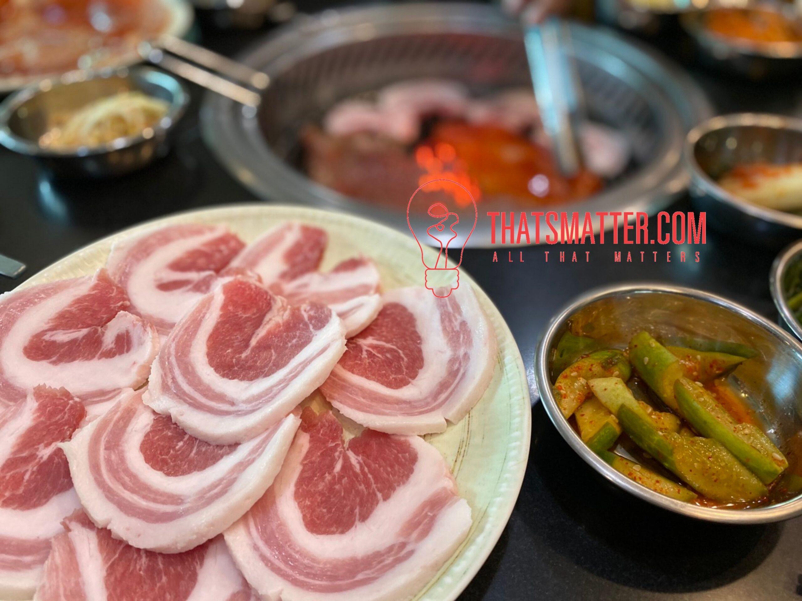 ร้านอาหารเกาหลี อีวาวอน หมูสามชั้น (130 บาท)